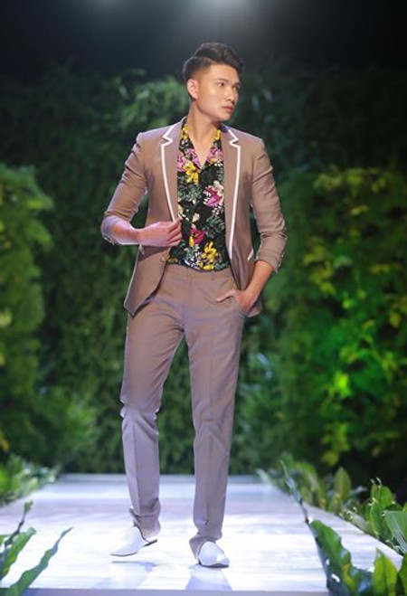 Grey Slim Fit Suit and Floral Shirt