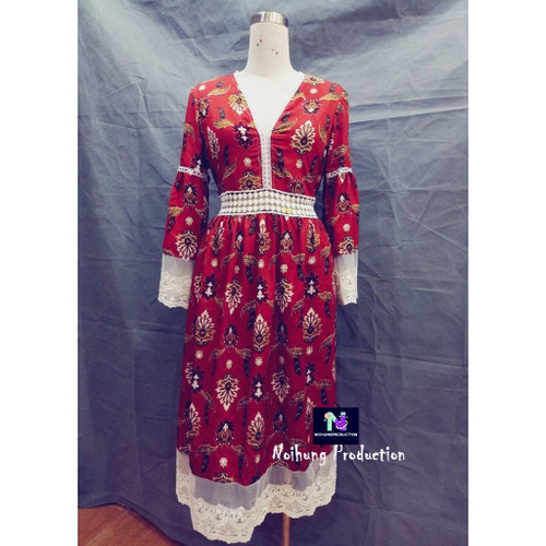 Bohemian vintage dress with a long, loose-fitting form and medium sleeves is a ideal beach style.
