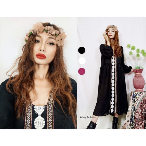 Bohemian vintage dress with a long, loose-fitting form and medium sleeves is a ideal beach style.01
