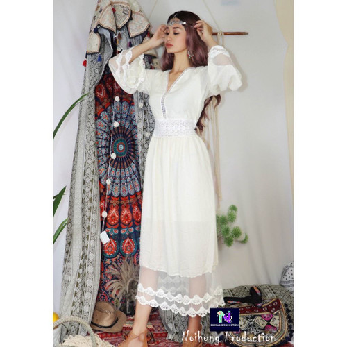 Bohemian vintage dress with a long, loose-fitting form and medium sleeves is a ideal beach style.03