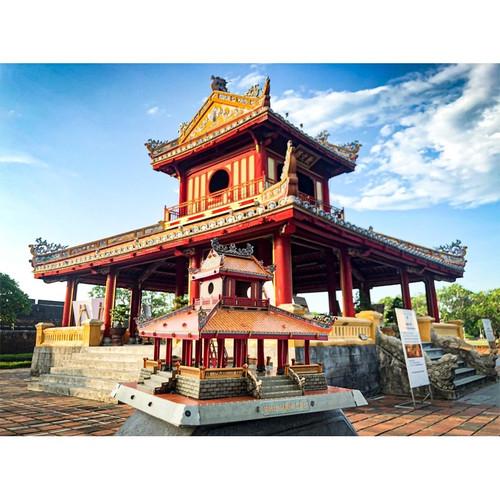 The 3D Paper Assemble Model of Phu Van Lau - Pavilion of Edicts in Hue city Size 22cm x 19cm
