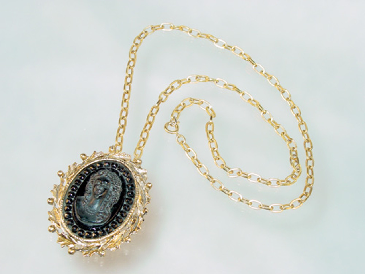 Long necklace with glass cameo