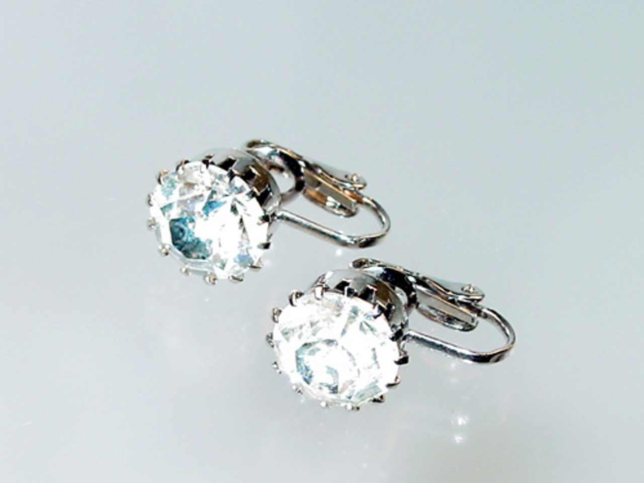 Clear rhinestone solitaire earring