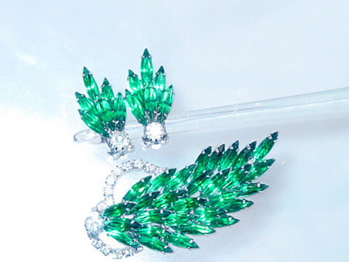 Deep green navettes brooch with clip earrings 1960's