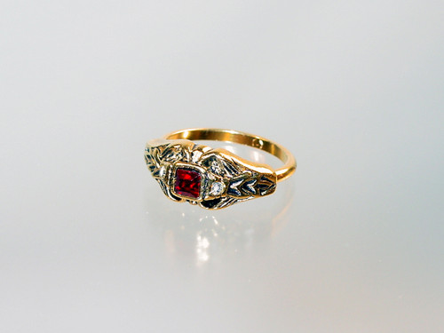 Victorian style ring small