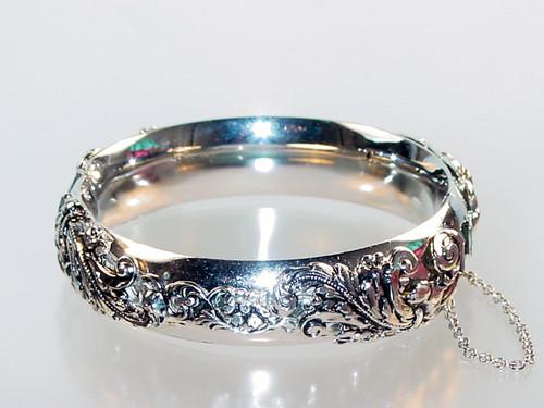 Repousse bracelet