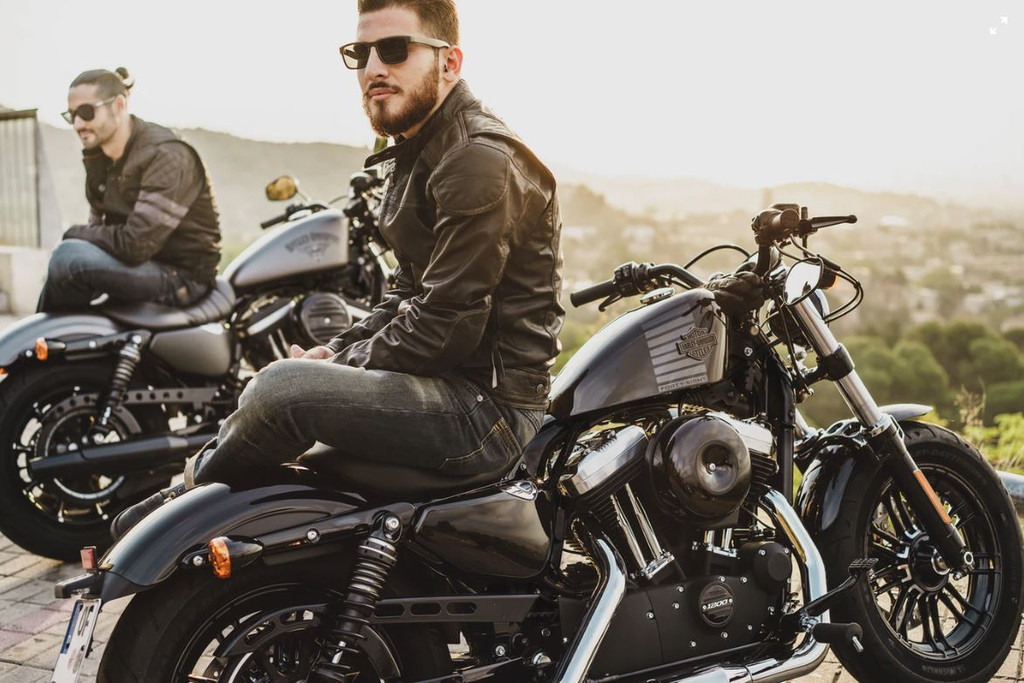 Understanding the Differences Between Leather Biker Jacket for Fashion vs Protection on Motorcycle