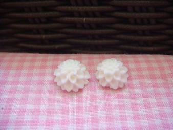 1cm White Chrysanthemum Cabochon