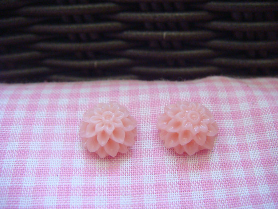 1cm Indian Pink Chrysanthemum Cabochon