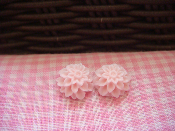 1cm Blush Chrysanthemum Cabochon