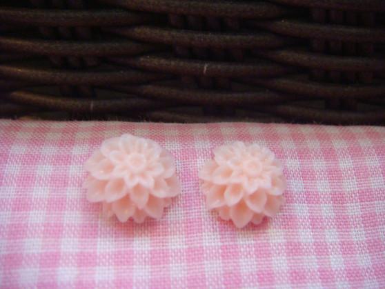1cm Light Pink Chrysanthemum Cabochon