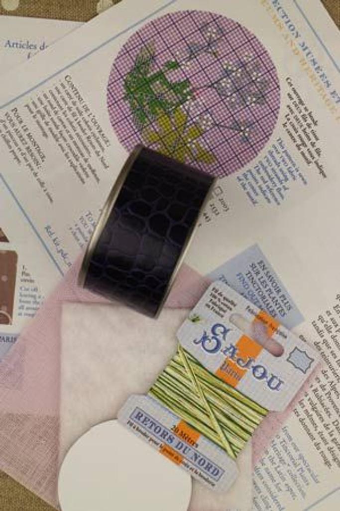 Sajou Cross Stitch Kit - Dyer's Woodruff - Box to Embroider