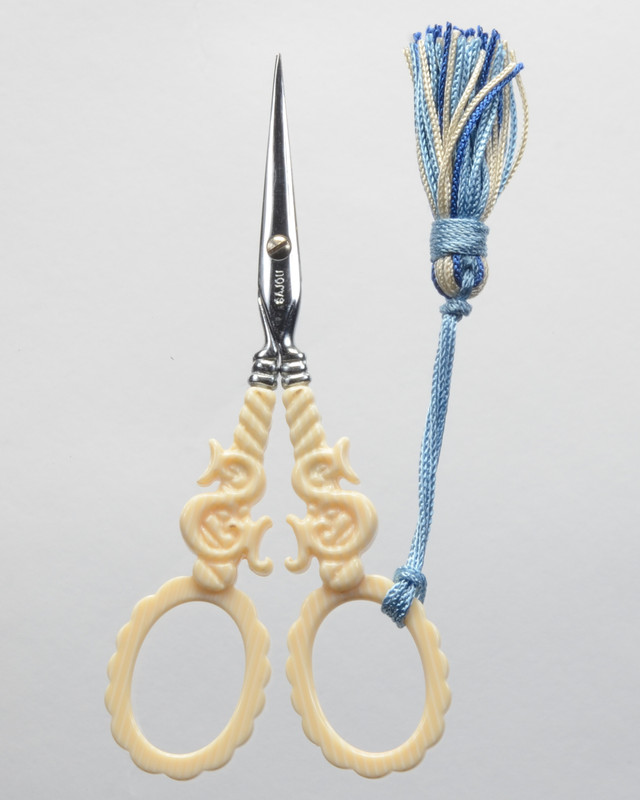 Veined Ivory Scissors