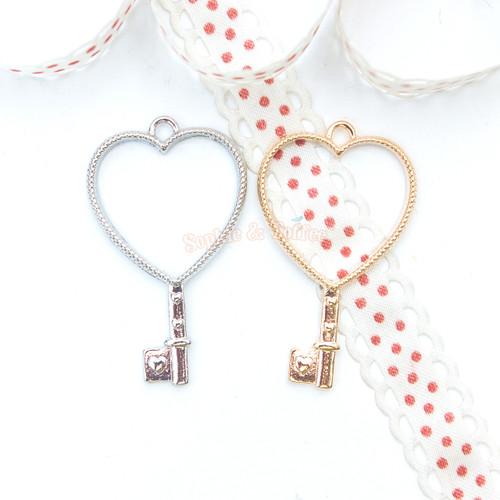 Heart Key Open Bezel Gold Charm - 4 pieces