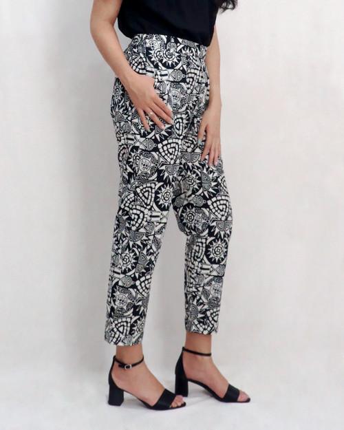 Pegged Pants - Asmat in Monochrome