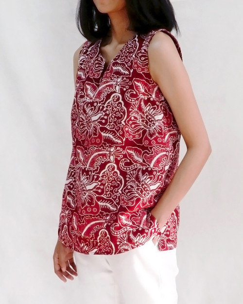 No-Sleeve Blouse - Orchid on Red