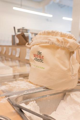 Organic Cotton Flat-Bottom Bulk Bag -  Large  in use