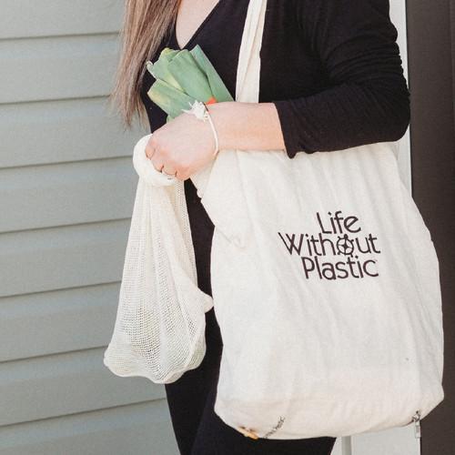 Organic Cotton Flat-Bottom Compact Shopping Bag - in use