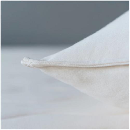 Obasan Wool Pillow - Closed