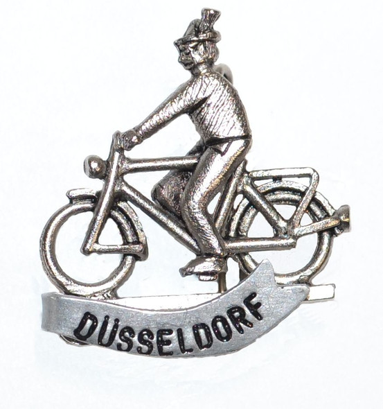 HP8808D Bicyclist Hat Pin DüSSELDORF