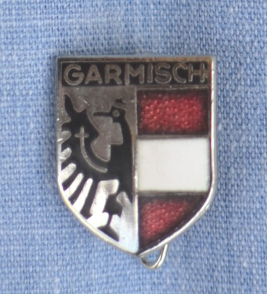 HP8540 GARMISCH Crest Hat Pin