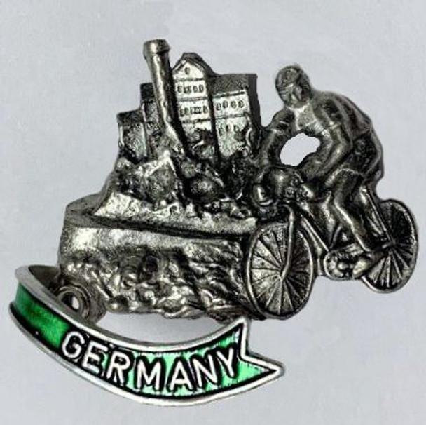 HP8465GER Bicyclist City Scene GERMANY