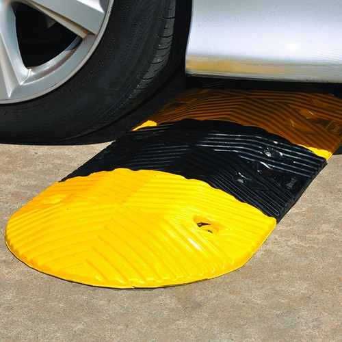 RS350 rubber speed hump