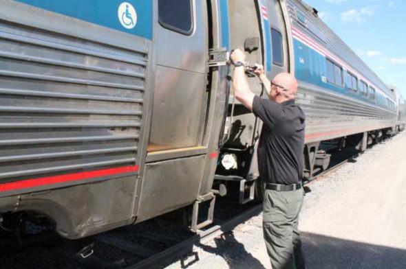 """RAT Rapid Assault Tools 9"""" Train Door Spreader"""