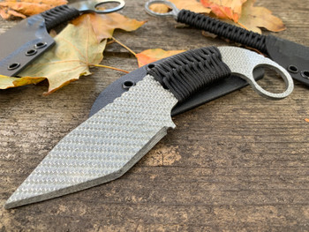 Silver Twill Carbon Fiber Wraith 3.5 blade, black/white digital wrap, black sheath