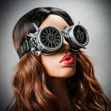 Steampunk Spikes Goggles With Wheel Lens - Metallic Silver (with female model)