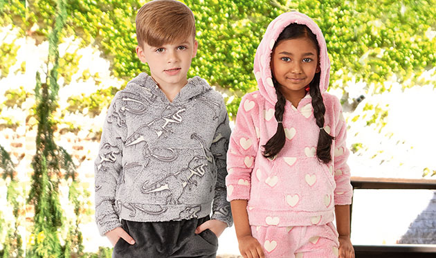 Two children wearing pattern number M8250