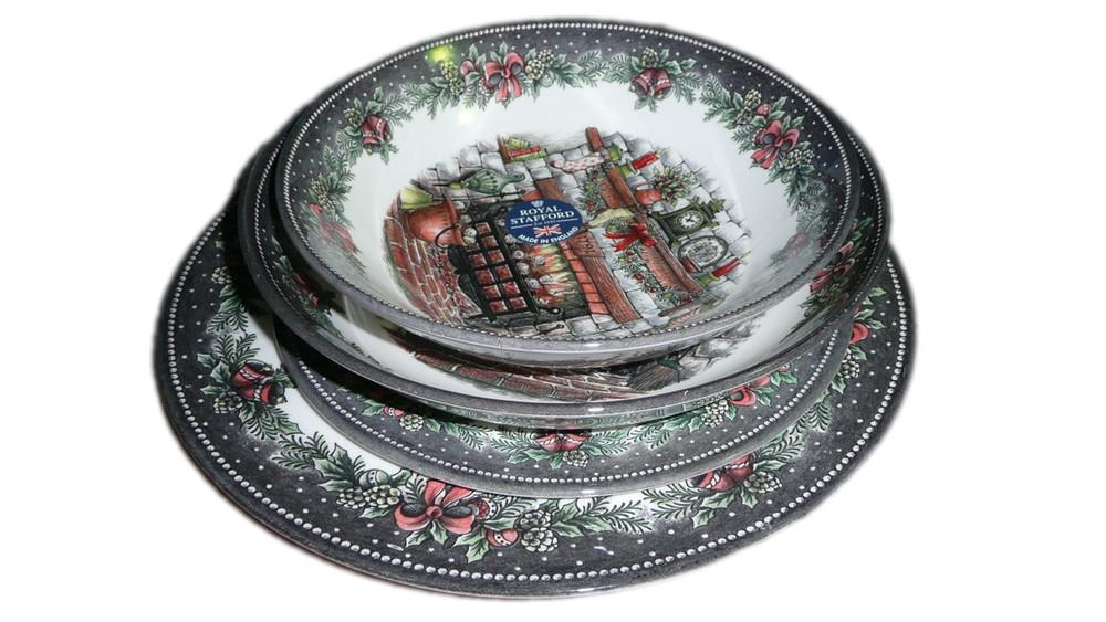 Christmas Dinnerware.Pottery Plates Bowls Christmas Dinnerware Set Of 4 Royal Stafford