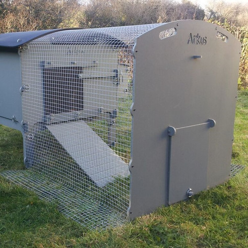 Medium tall run 1.2m c/w free ranging end. (Note 20x20 mesh shown in photo)