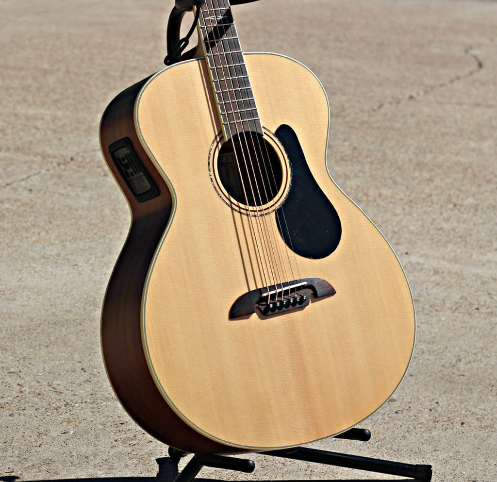 The Alvarez ABT60E Baritone Acoustic Guitar  Review
