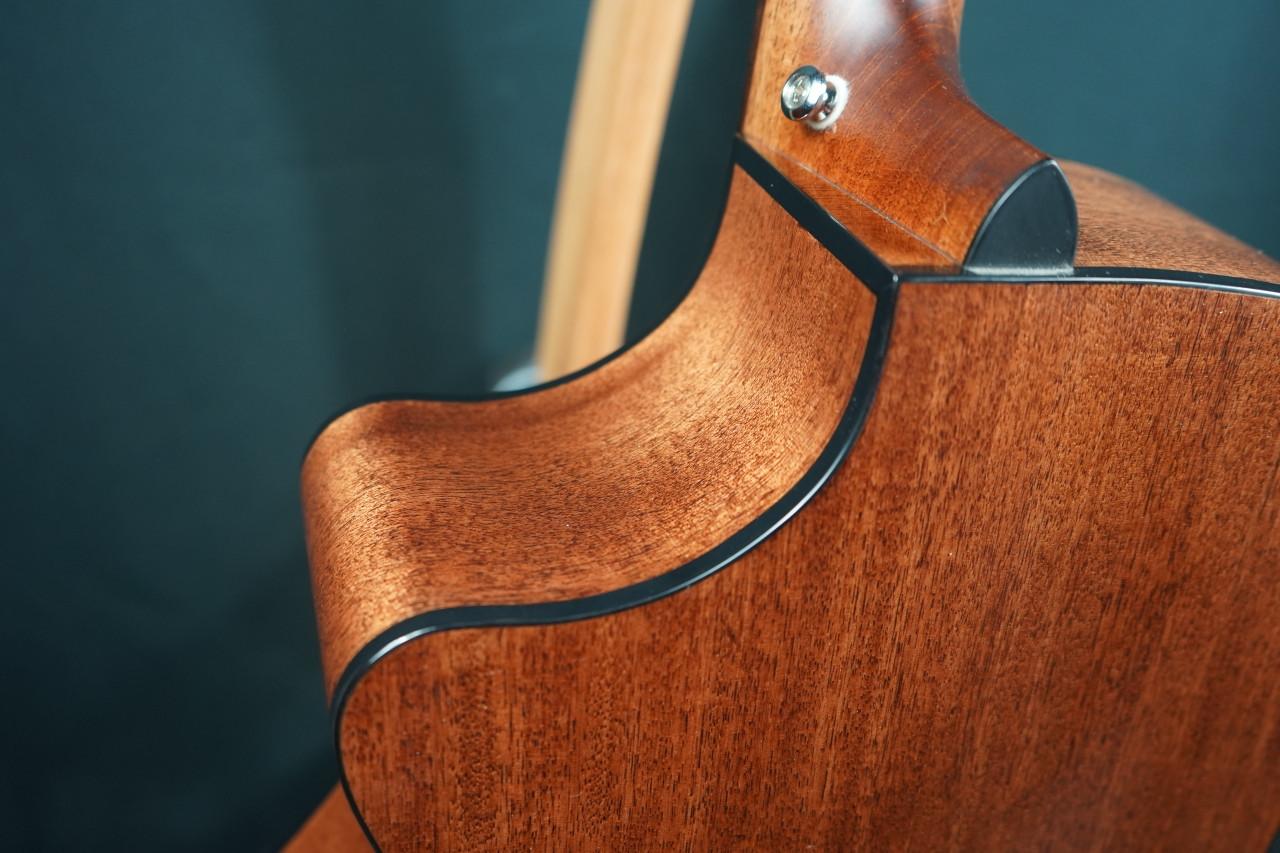 Breedlove Discovery Concerto CE Sitka-Mahogany (Old Stock Open Box)
