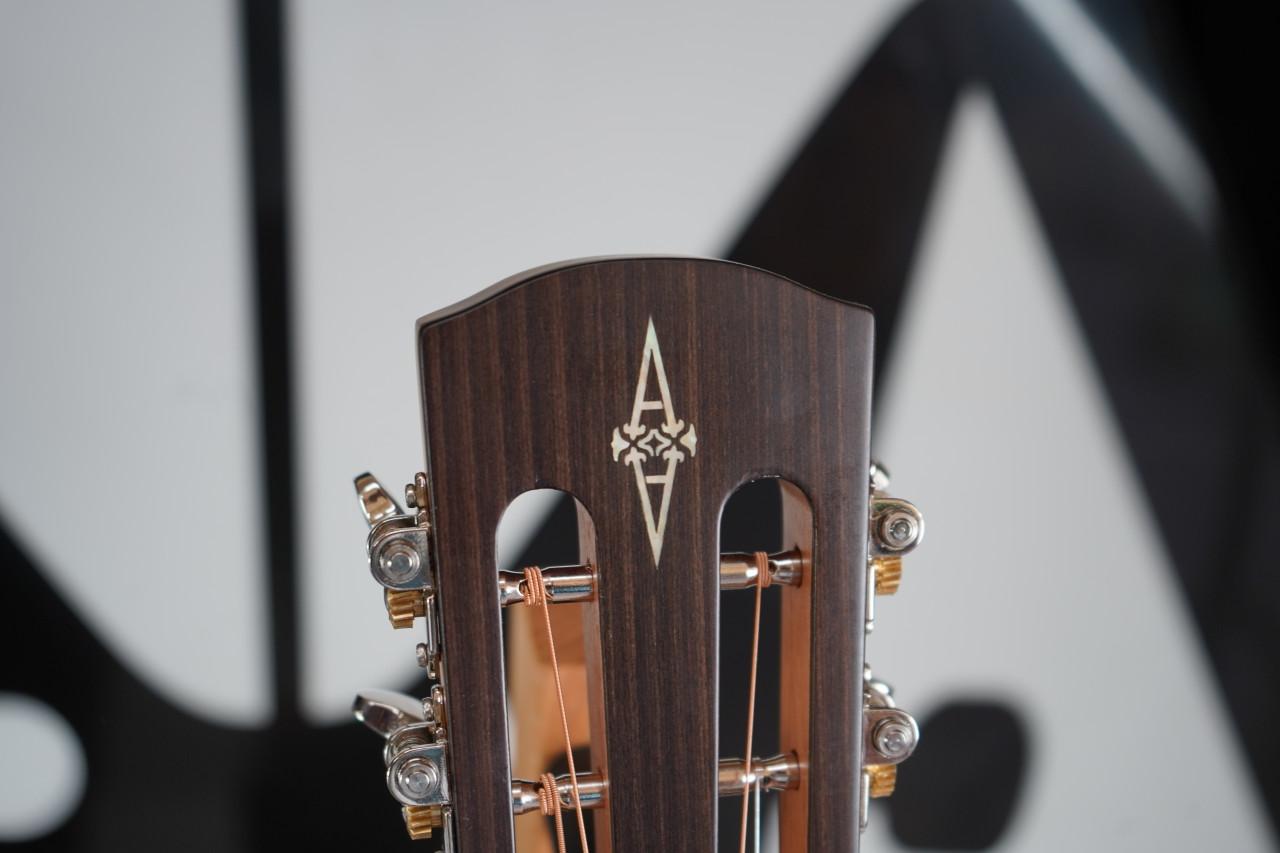 Alvarez Artist AP66ESHB Parlor Acoustic Electric