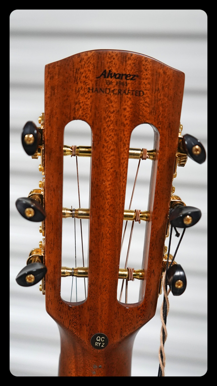 Alvarez Masterworks MPA66ESHB Parlor Acoustic Electric Non Cutaway