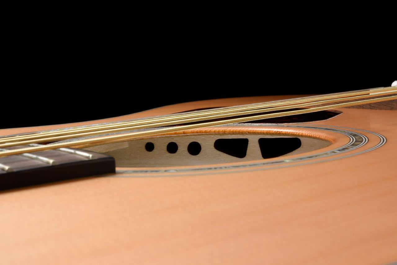 WALDEN G2070RCE SupraNatura All-Solid Cedar/Mahogany Armrest Grand Auditorium Acoustic Cutaway-Electric - Satin Natural
