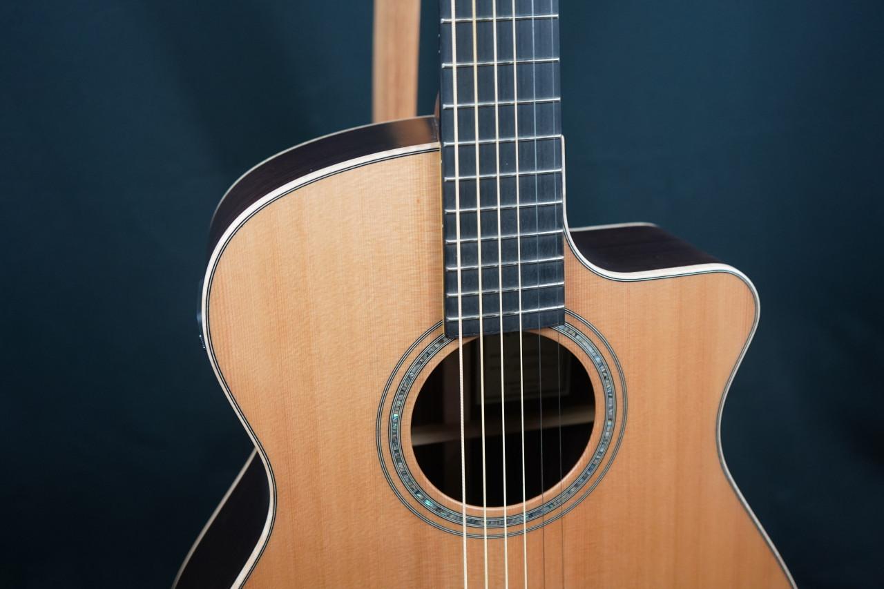 WALDEN G3030RCE SupraNatura All-Solid Cedar/Rosewood Armrest Grand Auditorium Acoustic Cutaway-Electric