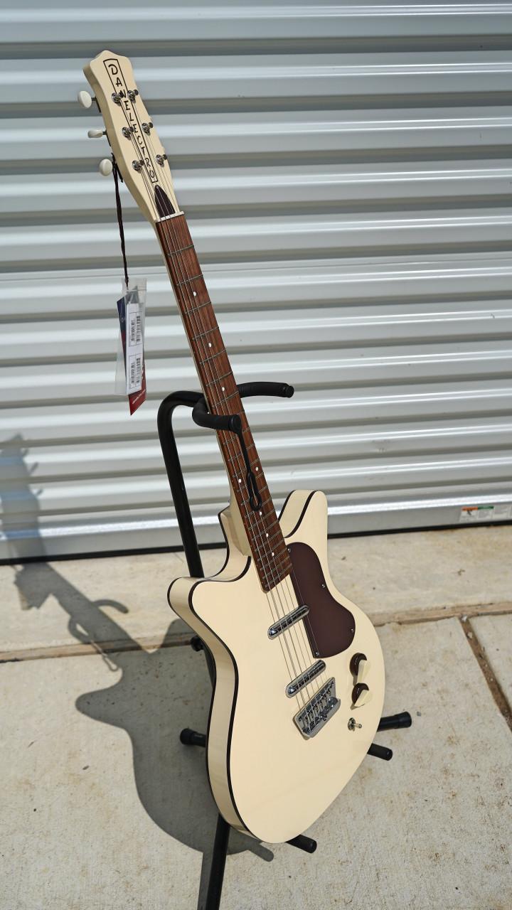 Danelectro D59DIVINE-CREAM Double Cutaway Shorthorn Shape C Shape Neck 6-Electric Guitar