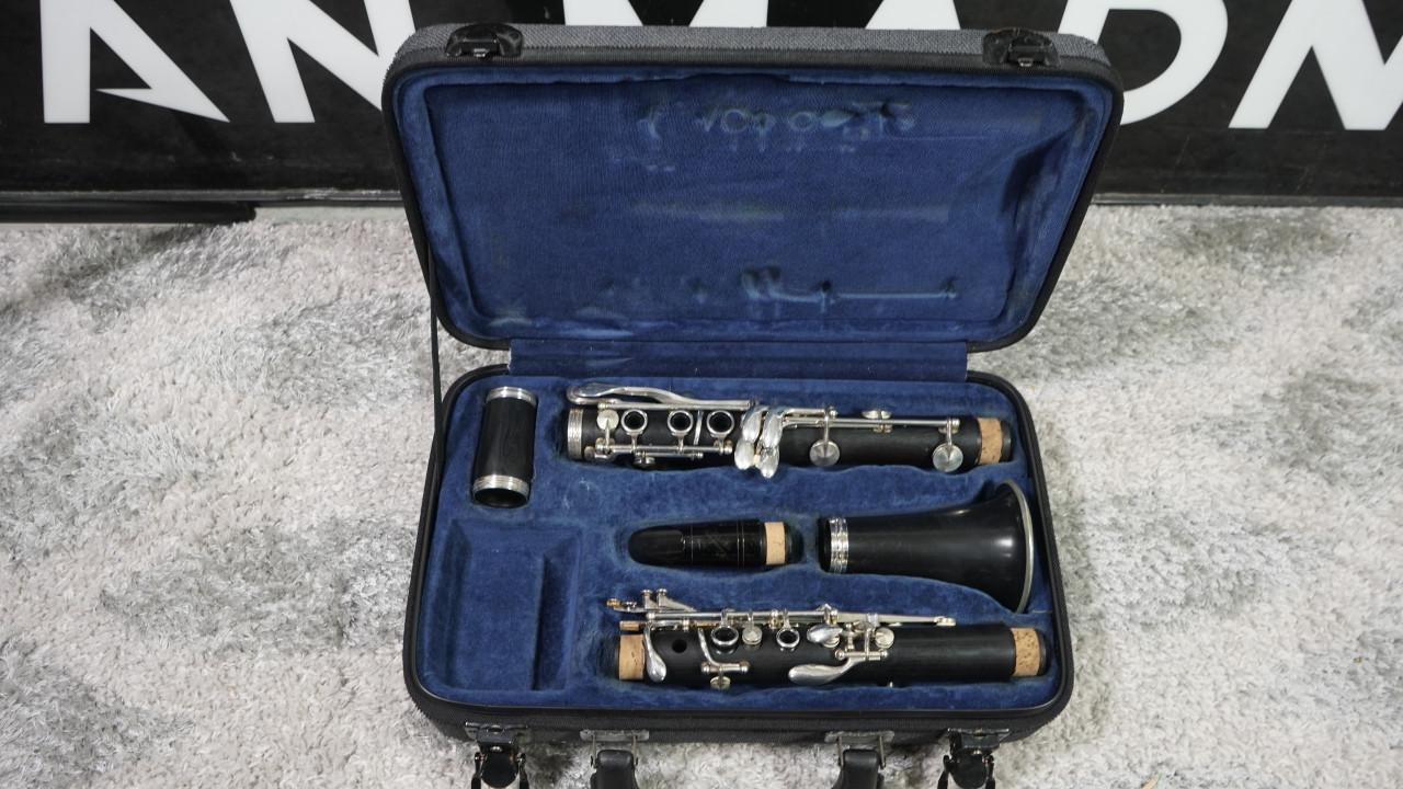 Buffet E11 Wood Clarinet w/Hard Case (USED)