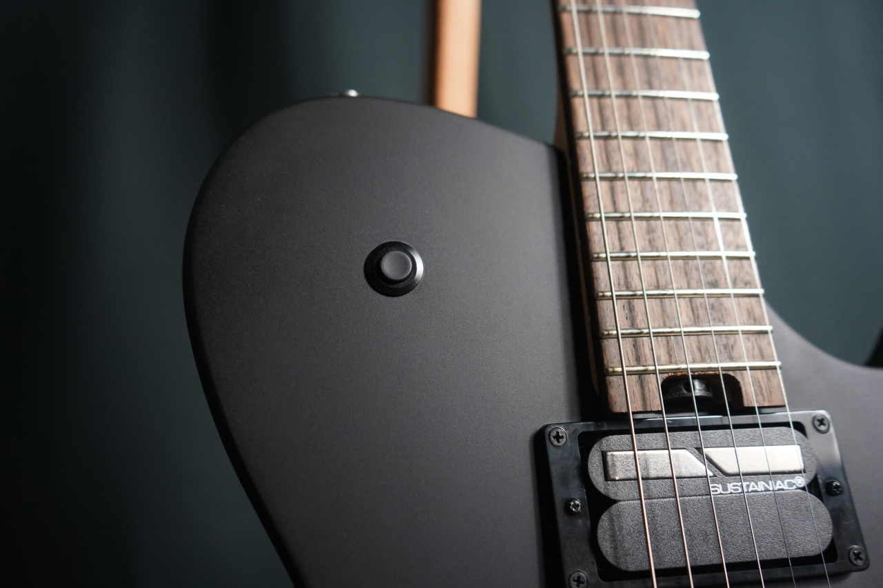 Cort Manson MBM-1 Matte Black w/Sustainiac and Kaoss Pad