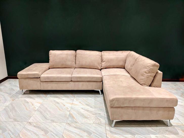 Atlanta Sofa in Creme