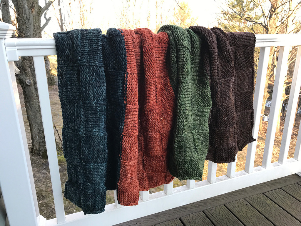 color-blocked knitted blanket pattern, using heavy worsted weight yarn