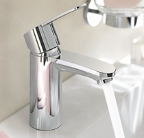 Grohe Eurostyle Cosmopolitan Single Hole Bathroom Faucet with SilkMove and WaterCare T