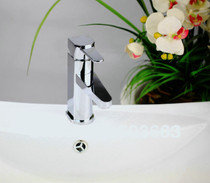 St-Catherine Single Handle Lav Faucet**Drain Included