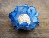 Mini Rosa Chocolate Truffle Paper Flower Holders.  Decorations for dessert tables. Forminhas para doces.