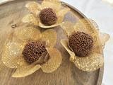 Gold Tela Flower Petals Truffle Holder. Forminha para doces em Tela dourada.