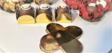 Metallic Gold Chocolate Truffle Holder. Caixeta petalas dourada para Brigadeiros.