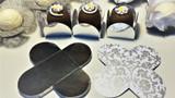 Metallic Silver Chocolate Truffle Holder. Caixeta petalas dourado para Brigadeiro